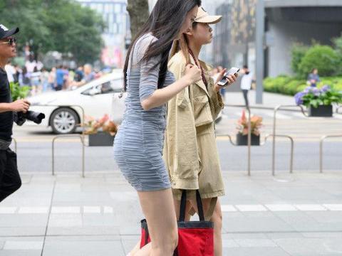 包臀裙最重要是做好后面的设计才能展现女性之美