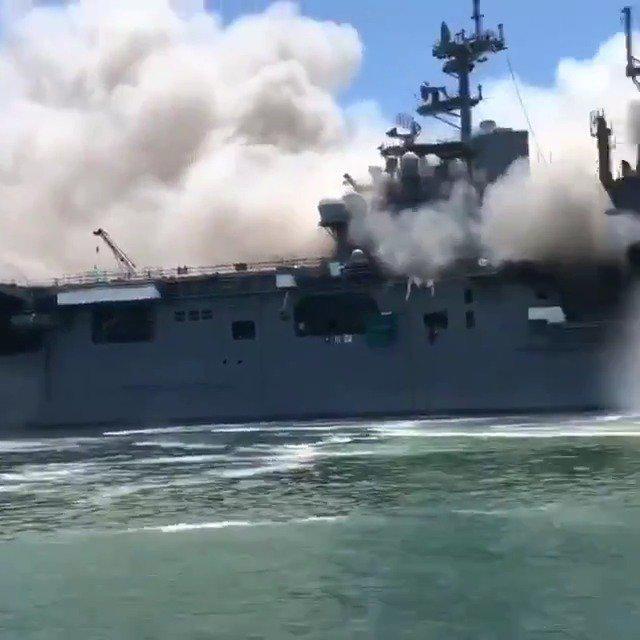 """美国海军两栖攻击舰""""好人理查德""""号火灾"""