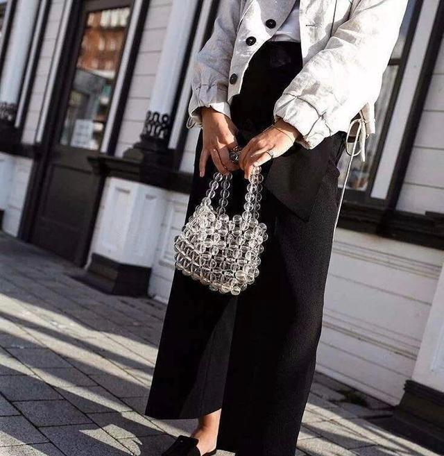 想要出街耀眼夺目,这款串珠手袋单品,让你回头率瞬间暴增!