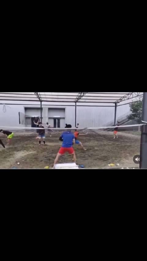 在沙地努力训练的国羽队员们💪 (视频源自盛世美颜ins社交平台)