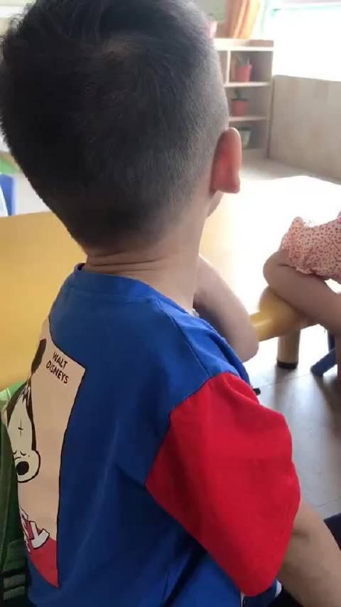 孩子他爸是不是彭于晏?懂事的女孩已经泡在福尔马林里面了!