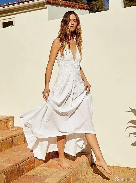 夏天的必备的单品 怎么能少一件这样的吊带裙?