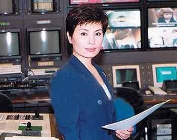 她是央视著名主持人,主持新闻联播十几年,退居幕后热心公益