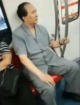 下班碰到的一位大叔,当他转过来正脸后,乘客纷纷看傻眼了