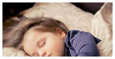 宝宝睡觉时,应该穿袜子吗?也许和你想的不一样。宝妈应该明白
