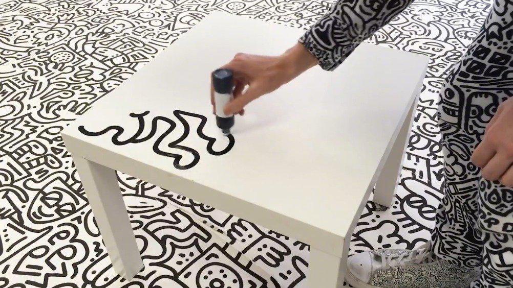 涂鸦艺术家 Mr. Doodle 让人着迷的涂鸦艺术。 Via