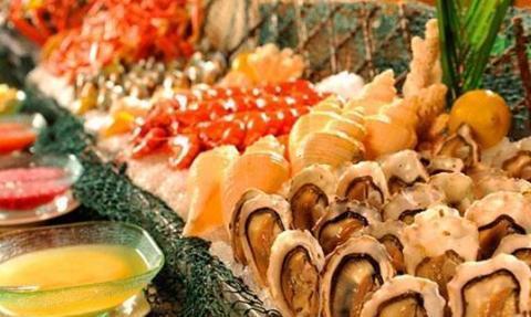 吃海鲜自助餐时,这3种食物能不拿就不拿,老板:又是一个同行?