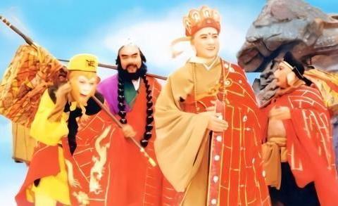 1969年,40岁杨洁携3子和26岁小伙王崇秋结婚,夫妻恩爱48年