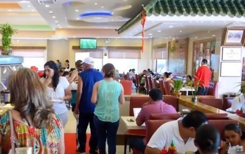中式自助餐风靡英国,几乎日日爆满,英国人:我能天天吃自助!