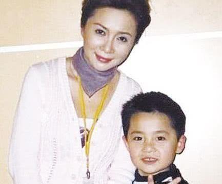 他15岁出国留学,32岁靠实力成功,原来他是蔡明的儿子!