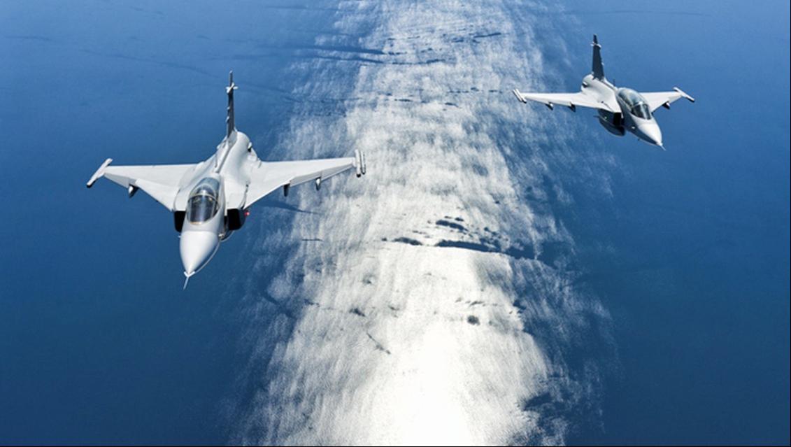 """敏感海域上空,2架俄军王牌战机出动,美国侦察机""""落荒而逃"""""""