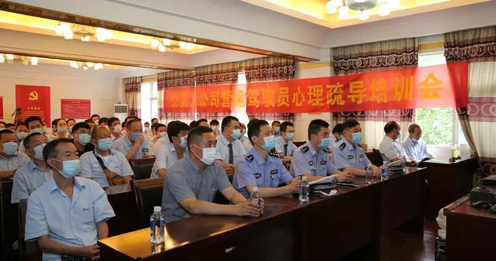 千警进企业!武汉江汉交警开展公交安全隐患大排查