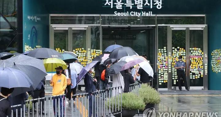 首尔市长朴元淳遗体告别仪式雨中举行,骨灰将安葬于家乡