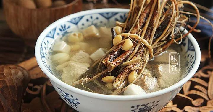 三伏天,广东人多用这树根煲汤,椰香浓郁,防暑祛湿,舒适度夏