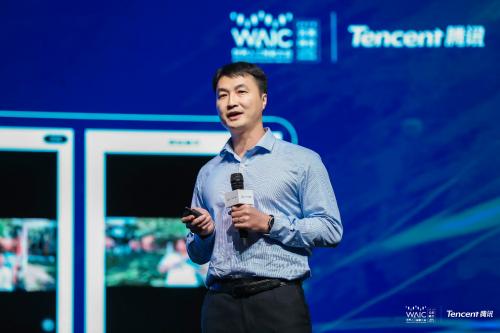 世界人工智能大会在沪举办:腾讯QQ黄俊洪分享社交产品AI新玩法