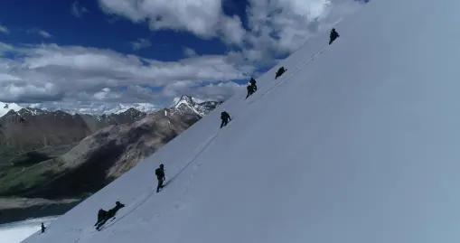 海拔6000米冰川,西藏军区某合成旅侦察分队开展极限训练