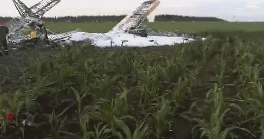 俄罗斯一架轻型飞机坠毁致1死1伤