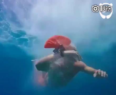 世界卫生组织估计,每年有37万人死于溺水,而这种手环……