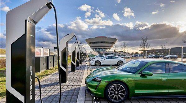 新能源汽车 充电5分钟 续航百公里,特斯拉保时捷哪家强
