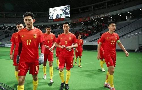 国足坏消息!世预赛劲敌将迎最强归化王牌,有望逆袭中国进12强赛!