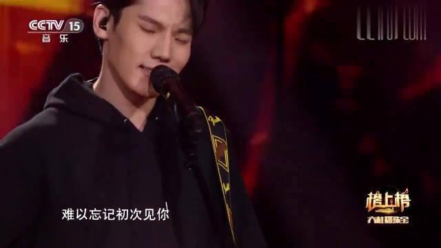 吉他男孩演唱《情非得已》,翻唱的竟然如此好听,开口头皮发麻!