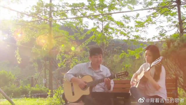 父女俩吉他合奏《很长时间》,好温馨的画面啊!