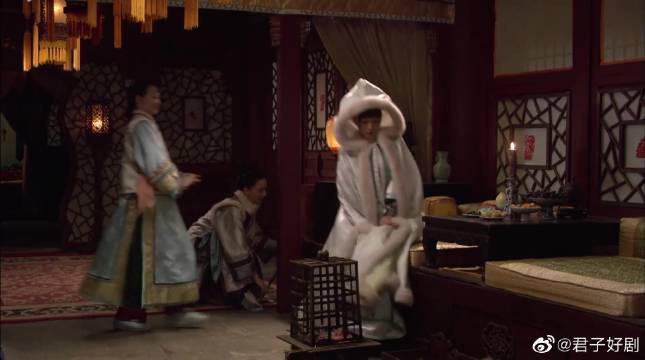 倚梅园中,果郡王为何带走了甄嬛的小像?