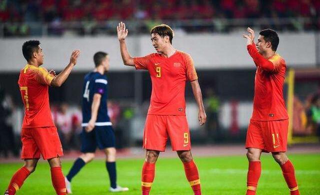国足坏消息!世预赛劲敌将迎最强归化王牌,有望逆袭中国进12强赛
