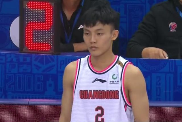 广东队大胜广州队22分,豪取25连胜 易建联复出砍21+6