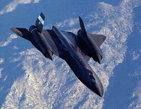 25000米高空时速3.35马赫,飞行员穿宇航服才能驾驶,导弹追不上