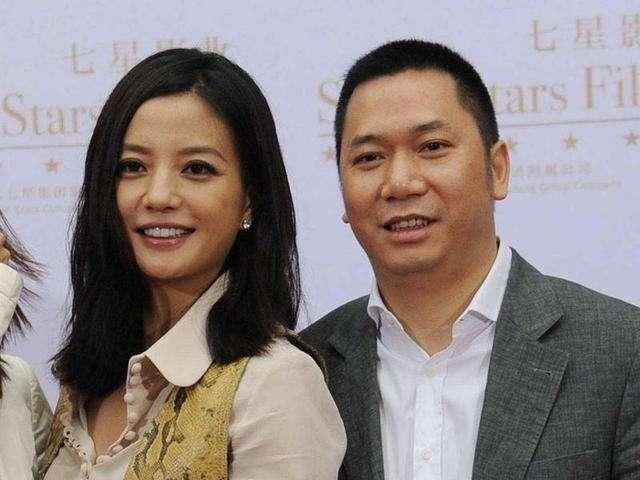 已经和王励勤拍完婚纱照的赵薇,为何转身嫁给了黄有龙?