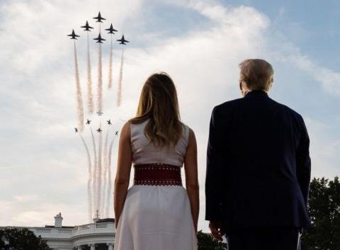 美国总统不阅兵?空军大批战机庆祝独立日,特朗普夫妇亲自检阅