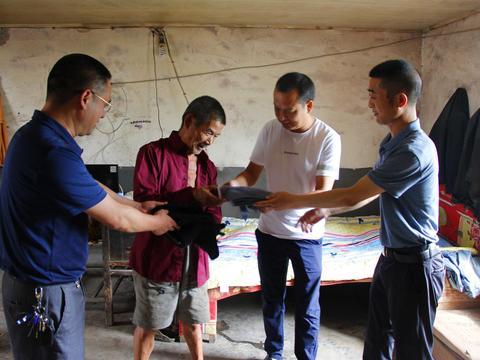 平利县大贵镇中心小学儒林堡村支部联盟开展脱贫攻坚志愿服务活动