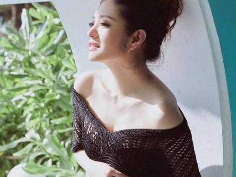 安以轩结婚两周年大方晒孕照,与老公合影超级甜,真是嫁对了人