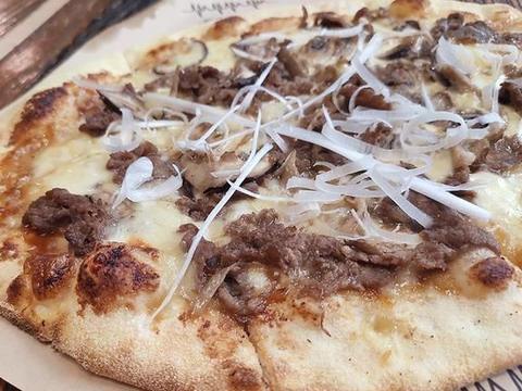 椭圆形披萨,大肉丸子意面,炸鸡柳沙拉,你们猜哪个最让人惊艳