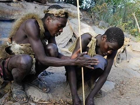 延续十万年的原始部落,女性必须听从男性要求,部落成员共享一切