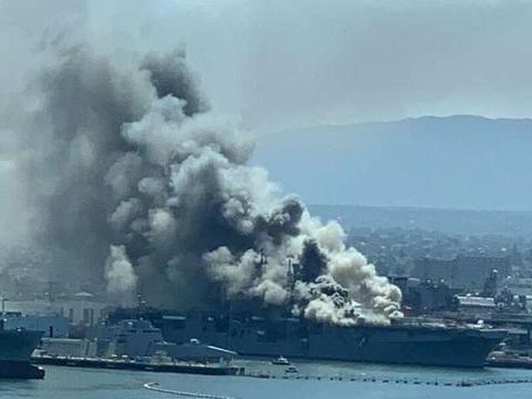 美军两攻舰火灾犹如中弹,高官曝惊人消息:舰上约有300万升燃油