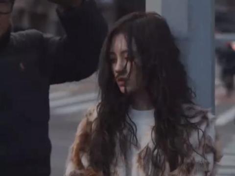 鞠婧祎不能没有刘海?当风吹起她的头发,她的反应引发热议