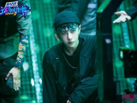 这就是街舞微电影海报,王一博绿发惊艳,张艺兴王嘉尔太酷了