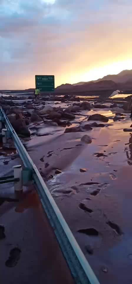 突发!今日(7月14日)晚G3012及314国道泥石流,道路被冲毁……