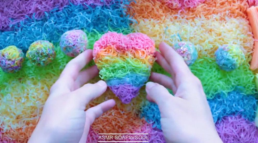 捏爆捏碎梦幻的彩虹色酥脆肥皂球肥皂丝……