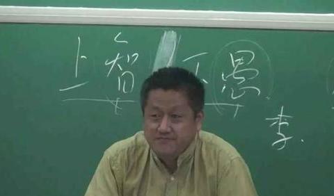 大学教授孔庆东美国豪宅曝光,直言美国空气香甜,网友:崇洋媚外