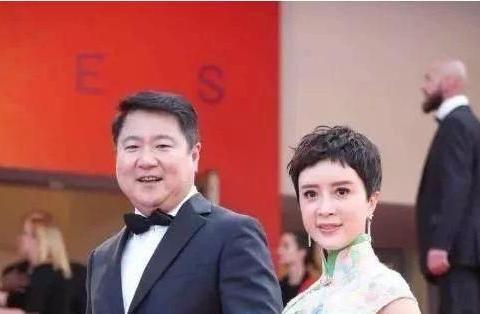 44岁金巧巧嫁给博纳总裁,爱情事业双丰收,女儿颜值竟然撞脸杨洋