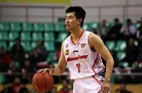 不懂就问!身为广州体育学院的副教授,王仕鹏每年的收入有多少?