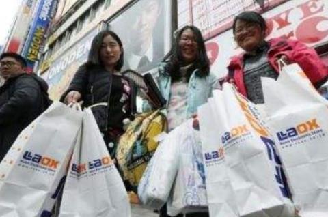 """新西兰土豪到中国想""""炫富"""",逛夜市却被吓住:中国人这么有钱吗"""