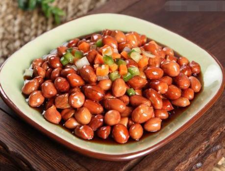 做老醋花生,直接放醋是不对的,多加一步,花生米香酥脆酸爽开胃