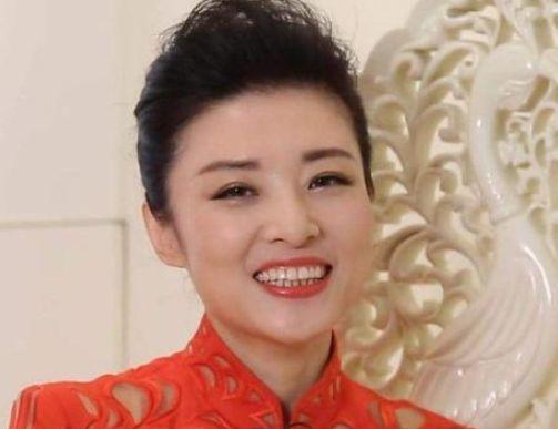 央视一姐有三位:倪萍,周涛和董卿,你最喜欢谁?