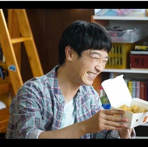 """堺雅人,饰演父亲和剧中小演员即兴演出""""和大家一起拍戏真的非常开心"""""""
