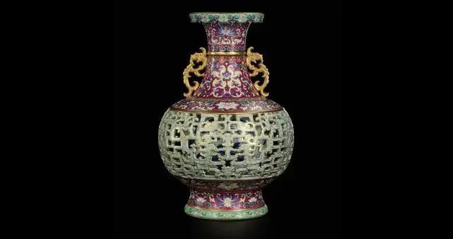 乾隆时期花瓶在欧洲与猫狗共处一室50年,苏富比6300万天价拍出