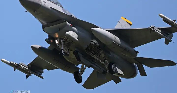 美国空军再次出事,F16战斗机夜训坠毁,专家:坠机速度堪比印度